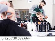 Купить «Hairdresser doing new haircut», фото № 30389664, снято 27 января 2017 г. (c) Яков Филимонов / Фотобанк Лори