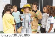 Купить «Firefighter teaching student about fire safety in classroom», фото № 30390800, снято 17 ноября 2018 г. (c) Wavebreak Media / Фотобанк Лори