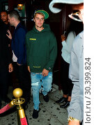 Купить «Justin Bieber leaves The Peppermint Club after attending a private church event Featuring: Justin Bieber Where: Los Angeles, California, United States When: 06 Aug 2017 Credit: WENN.com», фото № 30399824, снято 6 августа 2017 г. (c) age Fotostock / Фотобанк Лори