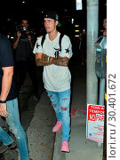Купить «Justin Bieber after a Maxfield store appearance in West Hollyood Featuring: Justin Bieber Where: West Hollywood, California, United States When: 04 Aug 2017 Credit: WENN.com», фото № 30401672, снято 4 августа 2017 г. (c) age Fotostock / Фотобанк Лори