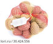 Купить «Ripe potatoes in string bag», фото № 30424556, снято 8 февраля 2017 г. (c) Ольга Сергеева / Фотобанк Лори