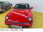 Купить «Автомобиль Porsche 911Т 1969 года выпуска на выставке старых и редких автомобилей», фото № 30425736, снято 10 ноября 2018 г. (c) Сергей Рыбин / Фотобанк Лори