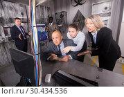 Купить «Businesspeople solving conundrums in quest room lab», фото № 30434536, снято 29 января 2019 г. (c) Яков Филимонов / Фотобанк Лори