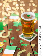 Купить «glass of beer and st patricks day party props», фото № 30435024, снято 31 января 2018 г. (c) Syda Productions / Фотобанк Лори