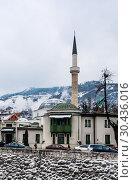 Купить «A minaret rises over buildings across the river from the Old Town neighborhood of Sarajevo, Bosnia Herzegovina», фото № 30436016, снято 26 февраля 2018 г. (c) Николай Коржов / Фотобанк Лори