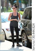 Ashley Tisdale heads into the gym (2017 год). Редакционное фото, фотограф WENN.com / age Fotostock / Фотобанк Лори