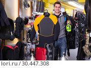 Купить «Sporty man is satisfied of diving equipment», фото № 30447308, снято 25 января 2018 г. (c) Яков Филимонов / Фотобанк Лори