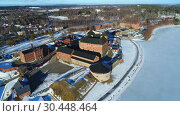 Купить «Вид на старинную крепость-тюрьму Хамеенлинна солнечным мартовским днем. Финляндия (аэросъемка)», видеоролик № 30448464, снято 2 марта 2019 г. (c) Виктор Карасев / Фотобанк Лори