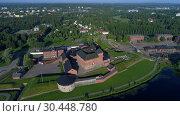 Купить «Вид с высоты на старинную крепость Хамеенлинна июльским днем. Финляндия (аэросъемка)», видеоролик № 30448780, снято 24 июля 2018 г. (c) Виктор Карасев / Фотобанк Лори