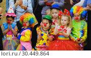 Купить «Unidentified children 4-5 years old in clown costumes at a party», видеоролик № 30449864, снято 14 марта 2019 г. (c) Антон Гвоздиков / Фотобанк Лори