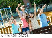 Купить «Five children point to something interesting», фото № 30450708, снято 30 июня 2018 г. (c) Яков Филимонов / Фотобанк Лори