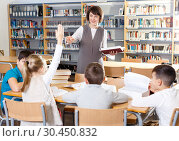 Купить «Female teacher giving lesson to school kids», фото № 30450832, снято 19 декабря 2018 г. (c) Яков Филимонов / Фотобанк Лори