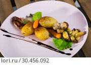 Купить «Grilled mushrooms with vegetables», фото № 30456092, снято 23 апреля 2019 г. (c) Яков Филимонов / Фотобанк Лори
