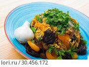 Купить «Pilau with lamb, dried plums and apricots», фото № 30456172, снято 16 августа 2018 г. (c) Яков Филимонов / Фотобанк Лори