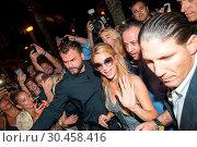Paris Hilton Gold Rush Tour Titos at Majorca (2017 год). Редакционное фото, фотограф Starpress / WENN.com / age Fotostock / Фотобанк Лори