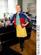 Купить «Set visit of new RTL TV comedy series 'Jenny – echt gerecht!' Featuring: Birte Hanusrichter Where: Berlin, Germany When: 13 Jul 2017 Credit: WENN.com», фото № 30461832, снято 13 июля 2017 г. (c) age Fotostock / Фотобанк Лори