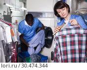 Купить «Female laundry worker during daily work», фото № 30474344, снято 15 января 2019 г. (c) Яков Филимонов / Фотобанк Лори