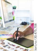 Купить «Graphic designer working on graphic tablet at desk », фото № 30475708, снято 18 ноября 2018 г. (c) Wavebreak Media / Фотобанк Лори