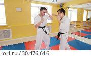 Two men training their aikido skills. Training their fistfights. Стоковое видео, видеограф Константин Шишкин / Фотобанк Лори
