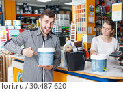 Купить «Male customer in tools store, woman seller standing», фото № 30487620, снято 17 мая 2018 г. (c) Яков Филимонов / Фотобанк Лори