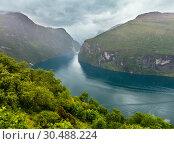 Купить «Geiranger Fjord (Norge)», фото № 30488224, снято 17 июля 2013 г. (c) Юрий Брыкайло / Фотобанк Лори