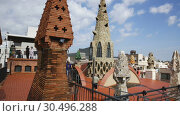 Купить «Magical rooftop of Palau Guell with chimneys and central spire designed by architect Antoni Gaudi», видеоролик № 30496288, снято 2 сентября 2018 г. (c) Яков Филимонов / Фотобанк Лори