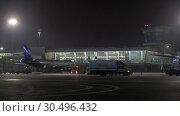 Купить «Outside Terminal D of Sheremetyevo Airport, night view. Moscow», видеоролик № 30496432, снято 29 ноября 2017 г. (c) Данил Руденко / Фотобанк Лори