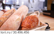 Купить «Breads and other bakery in decorative basket on wooden bakery shelve in background slow motion close up shot in 4K», видеоролик № 30496456, снято 5 ноября 2018 г. (c) Uladzimir Sitkouski / Фотобанк Лори