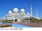 Купить «Одна из главных достопримечательностей Абу-Даби - мечеть шейха Зайда , ОАЭ», фото № 30498308, снято 19 марта 2019 г. (c) Овчинникова Ирина / Фотобанк Лори