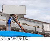 Купить «Пантограф электробуса в момент подзарядки. Крупный план», фото № 30499232, снято 5 апреля 2019 г. (c) Наталья Николаева / Фотобанк Лори
