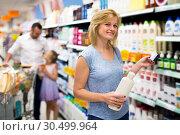 Купить «Woman customer choosing shampoo», фото № 30499964, снято 18 апреля 2019 г. (c) Яков Филимонов / Фотобанк Лори