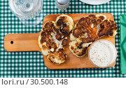 Купить «Grilled cauliflower on wooden cutting board», фото № 30500148, снято 28 мая 2020 г. (c) Яков Филимонов / Фотобанк Лори