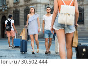 Купить «Ordinary man and woman in shorts with luggage», фото № 30502444, снято 22 июня 2017 г. (c) Яков Филимонов / Фотобанк Лори