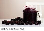 Купить «Glass jar of blackberry jam. Summer dish», фото № 30523732, снято 5 апреля 2020 г. (c) Яков Филимонов / Фотобанк Лори