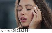 Купить «Portrait of a beautiful young woman, the wind blows hair.», видеоролик № 30523824, снято 4 апреля 2019 г. (c) Женя Канашкин / Фотобанк Лори