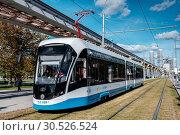 Купить «Москва, современный трамвай у ВДНХ», фото № 30526524, снято 17 сентября 2018 г. (c) glokaya_kuzdra / Фотобанк Лори