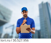 Купить «indian delivery man with clipboard in blue», фото № 30527956, снято 12 января 2019 г. (c) Syda Productions / Фотобанк Лори