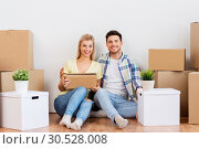 Купить «happy couple with boxes moving to new home», фото № 30528008, снято 25 февраля 2016 г. (c) Syda Productions / Фотобанк Лори