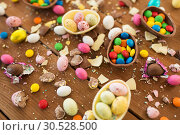 Купить «chocolate eggs and candy drops on wooden table», фото № 30528500, снято 15 марта 2018 г. (c) Syda Productions / Фотобанк Лори