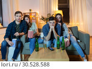 Купить «friends with beer and popcorn watching tv at home», фото № 30528588, снято 22 декабря 2018 г. (c) Syda Productions / Фотобанк Лори