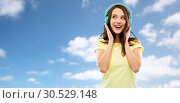 Купить «happy young woman or teenage girl with headphones», фото № 30529148, снято 29 января 2019 г. (c) Syda Productions / Фотобанк Лори