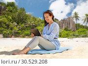 Купить «happy smiling woman with tablet pc on summer beach», фото № 30529208, снято 15 июня 2018 г. (c) Syda Productions / Фотобанк Лори