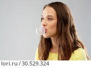 Купить «young woman or teenage girl blowing bubble gum», фото № 30529324, снято 29 января 2019 г. (c) Syda Productions / Фотобанк Лори