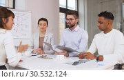 Купить «recruiters having interview with employee», видеоролик № 30532124, снято 29 марта 2019 г. (c) Syda Productions / Фотобанк Лори