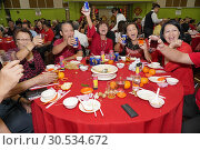 Toasting ceremony to celebrate the Chinese New Year party at Sungai Maong Community Hall, Kuching, Sarawak, Malaysia (2019 год). Редакционное фото, фотограф Chua Wee Boo / age Fotostock / Фотобанк Лори