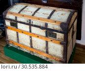 Купить «Старинный деревянный сундук», фото № 30535884, снято 22 августа 2018 г. (c) Вячеслав Палес / Фотобанк Лори