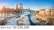 Купить «Панорама Кремля у реки Псковы Panorama of the Pskov Kremlin from the Pskova River», фото № 30538240, снято 16 февраля 2019 г. (c) Baturina Yuliya / Фотобанк Лори