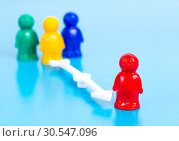 small toy people and arrow. Стоковое фото, фотограф Tryapitsyn Sergiy / Фотобанк Лори