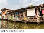 Slum on dirty canal in Thailand (2013 год). Стоковое фото, фотограф Tryapitsyn Sergiy / Фотобанк Лори