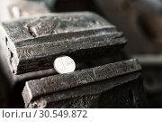 Купить «Metal bench vice with euro coin», фото № 30549872, снято 6 ноября 2014 г. (c) Tryapitsyn Sergiy / Фотобанк Лори